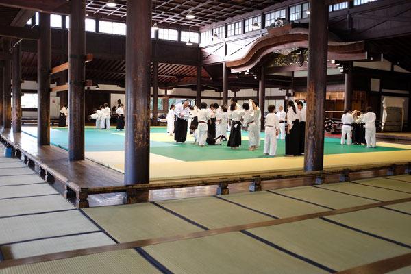 Früher schaute der Kaiser zu, Trainingshalle Budo Sportzentrum in Kyoto