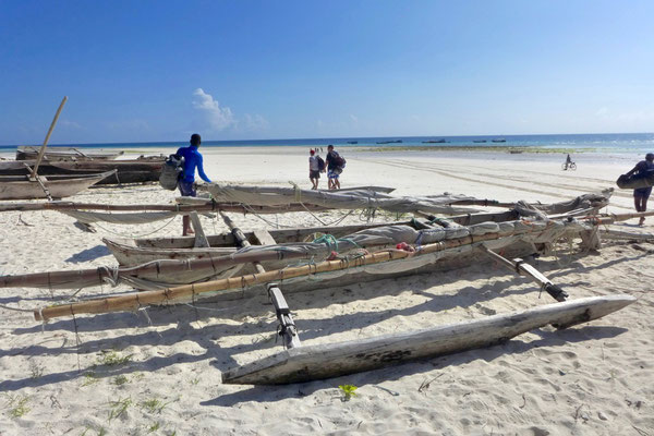 Auf dem Weg zum Tauchen am Mmenba Atoll