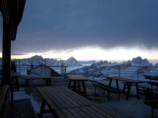 Sonnenaufgang Berghütte Rifugio Lagazuoi, Dolomiten Südtirol