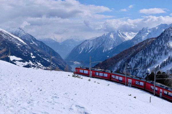 Bei Alp Grüm geht es hinab ins Puschlav Tal