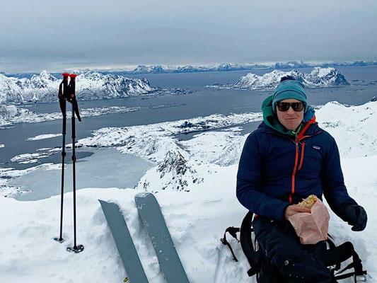 ...und Chris vespert am Gipfel des Rundfjellet