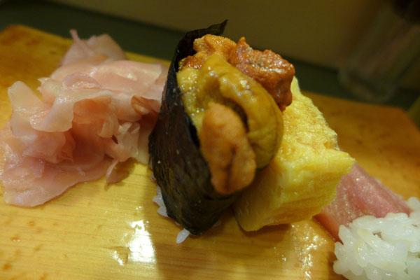 Uni und Tamago bei Daiwa Sushi Tokyo Tsukiji Fish Market Outer Market