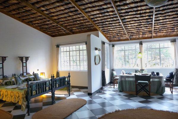 Großes Gästezimmer in der Hatari Lodge