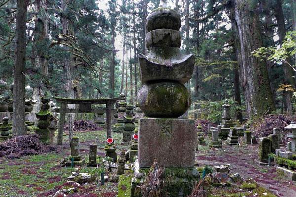 Koyasan: Okunoin Japans größter Friedhof