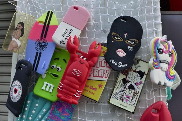 Wer daheim könnte sich über eine neue Handy-Hülle freuen? Amerika-mura Osaka