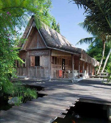 Living in Paradise  At Home in the Tropics Bali, Java, Thailand  (Rizzoli)