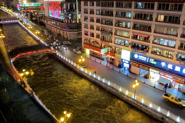Blick vom Malaya Tibetan Restaurant Kangding