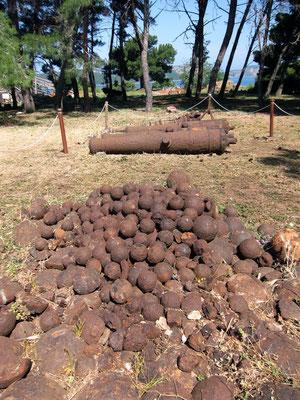 Übrig gebliebenKanonenkugeln, Neo Kastro in Pylos Peloponnes
