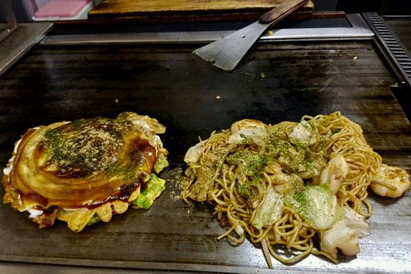 Okonomiyaki Chitose serviert eine der besten japanischen 'Pfannkuchen' in Osaka