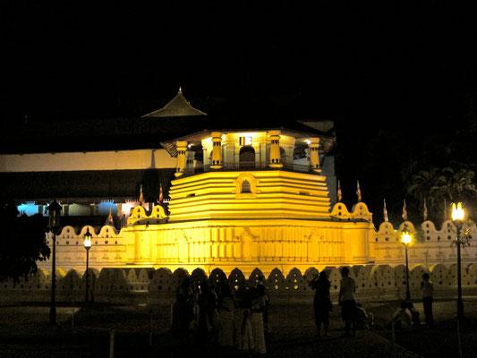 Zahntempel bei Nacht Kandy Sri Lanka