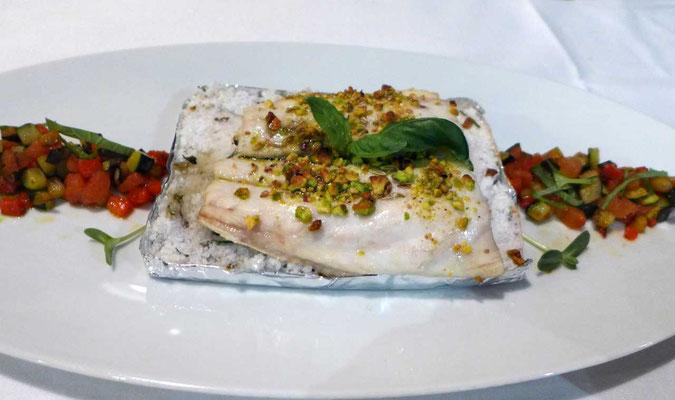 Seebarschfilet wurde auf aromatisiertem Meersalz, Restaurant Peteani Labin