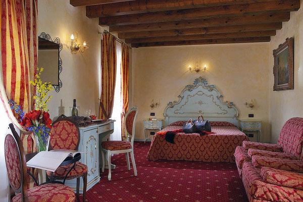 Großes Rotes Zimmer, Hotel Locanda Cà Zose, Venedig