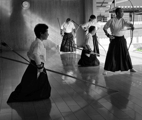 Die Kunst des Bogenschießens – Kyudo Training Budo Sportzentrum Kyoto