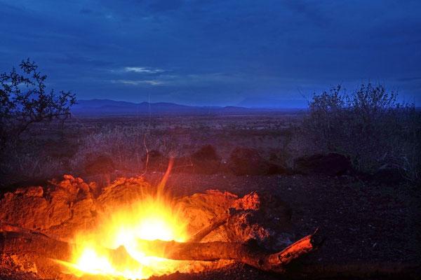 Lagerfeuer im Shu'mata Camp