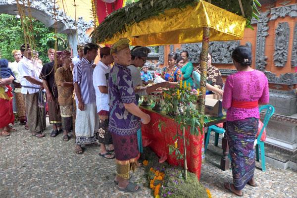 Auf Bali ist das ganze Dorf zur Hochzeit eingeladen
