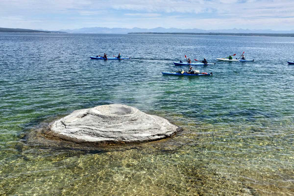 Kayaking an den Fishing Cones, Yellowstone Lake
