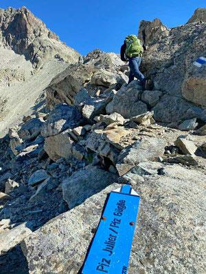 Einstieg in den langen Gipfelgrat zum Piz Julier