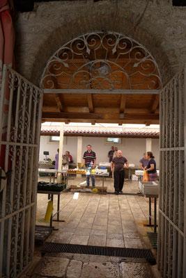 Einkauf in der Fischhalle Trogir