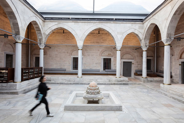Courtyard Beyazit State Library Istanbul Foto: Emre Dörter