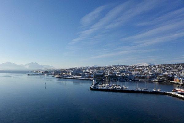 Blick auf den Hafen und Zentrum von Tromsø