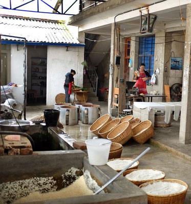 Besuch in der Nudelfabrik Xizhou Dali