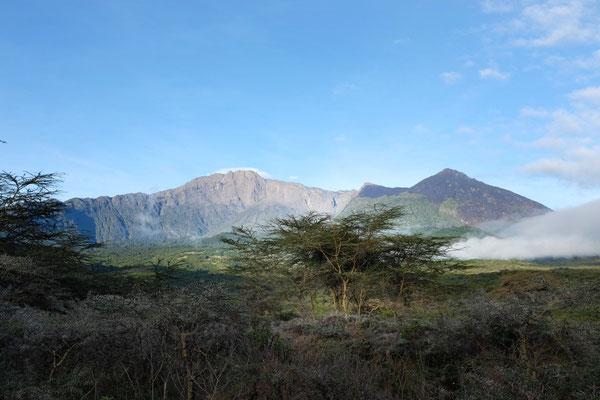 Klarer Ausblick am Morgen auf den Meru – Hatari Lodge