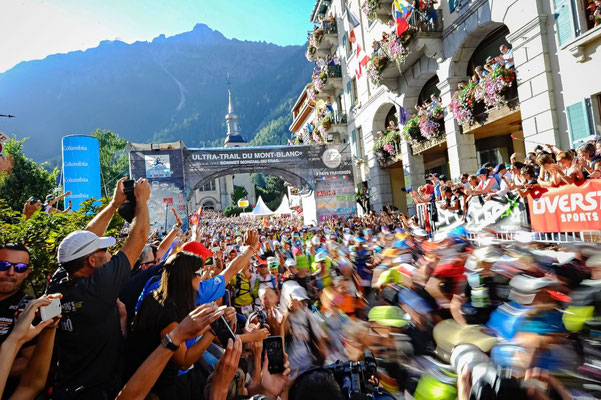 UTMB Startschuss in Chamonix   © Ultra-Trail du Mont-Blanc® - Photo Franck Oddoux