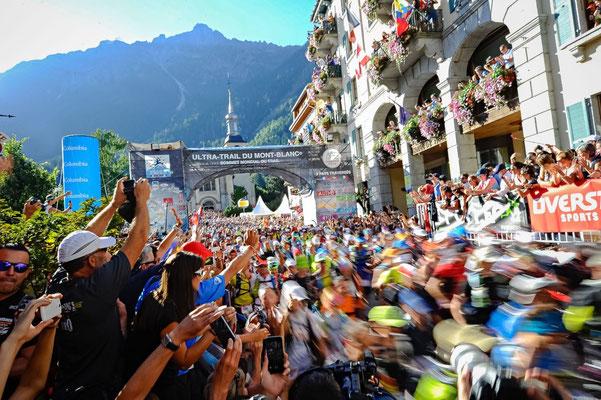 UTMB Startschuss in Chamonix   © Ultra-Trail du Mont-Blanc® - Photo Franck Oddoux