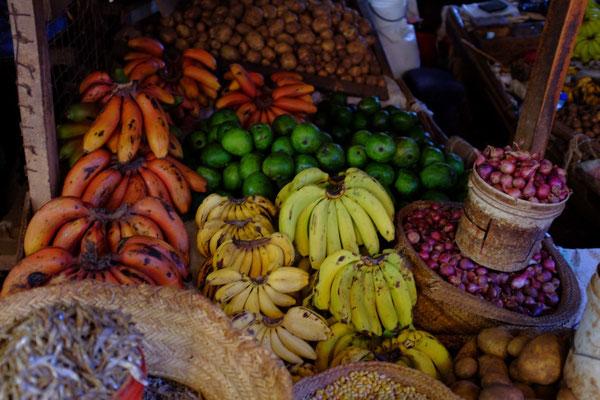 Die roten Bananen von Mto wa Mbu mus man probieren