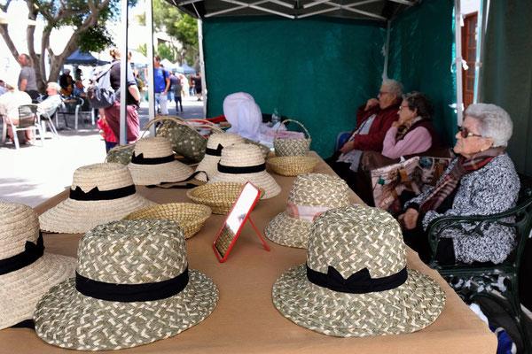 Alte Damen mit Hut – Samstagsmarkt in Haria
