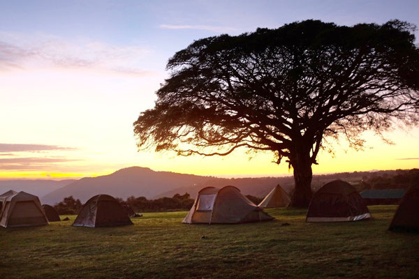 Sonnenuntergang am Ngorongoro von der Simba Campsite