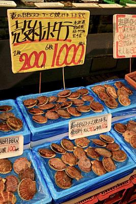 Jakobsmuscheln – Tore-tore Seafood Market Shirahama