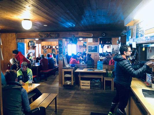 Gastraum der Dix Hütte