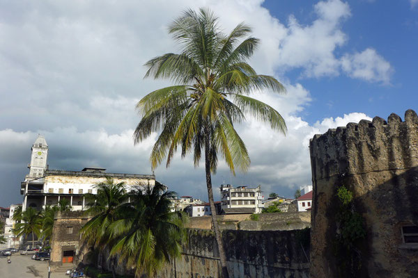 Altes Fort und House of Wonders