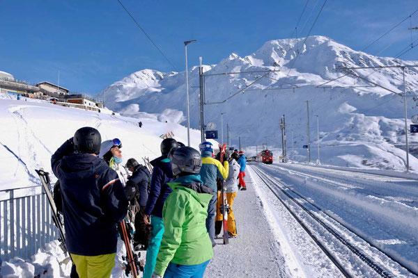 Von Nätschen-Andermatt mit dem Matterhorn-Gotthardbahn zum Oberalppass