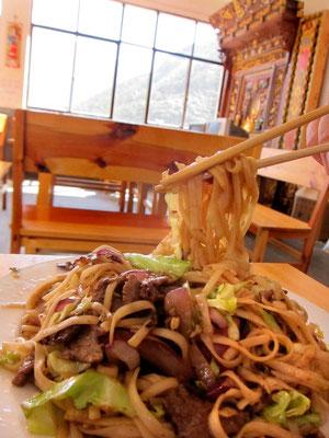 Das beste Essen serviert das Tea Horse Guesthouse, gute Fried Noodles