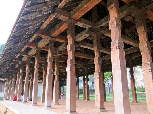 Besuch im Zahntempel von Kandy Sri Lanka