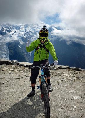 MTB Downhill Racer auf dem Brevent in Chamonix