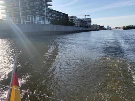 Sonntag 09. Juni morgens um kurz nach sieben geht es dann los die Weser runter bis in die Nordsee und an allen Ostfriesischen Inseln vorbei bis Borkum ... gut 120 Seemeilen