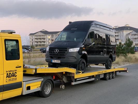Aber auch dieser Plan fängt holprig an ... nagelneues Fahrzeug in Köln abgeholt und auf Höhe Hannover fällt schon die Servolenkung aus ... Mercedes konnte keinen Fehler finden  und jetzt funktioniert es wieder ... drückt die Daumen, dass es so bleibt!