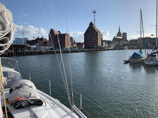 """... und das sogar mit einem schönen Ausblick auf Stralsund! Jetzt weiß ich wieder wieso mir der """"Segelsport"""" so gefällt :o)"""