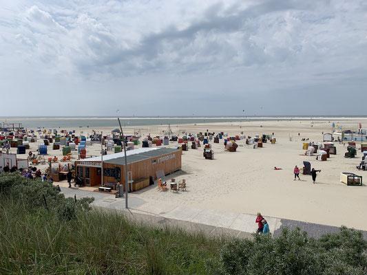 ... und nochmehr tolle Strände ... morgen früh geht es dann weiter auf die Holländische Insel Vlieland ... laut Karten nur 2 m Wassertiefe (mein Kiel hat 2,1m) ... aber zwei unabhängige Aussagen haben heute bestätigt, dass es auch mit 2,1m geht ...:o)