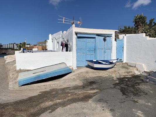 ... gibt genug Ecken, die ich noch nicht gesehen habe ... hier z.B. ein paar uralte Gebäude am Strand in einer kleinen Bucht ca 1 km vom Hafen entfernt ...