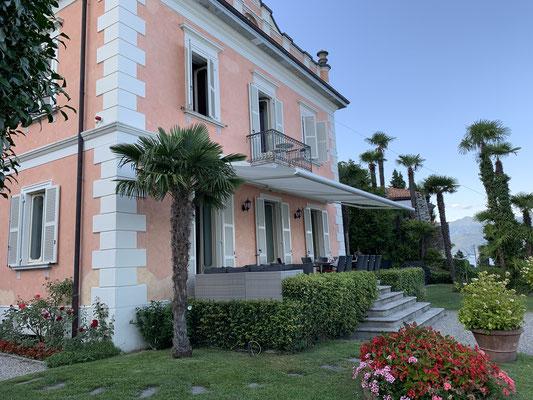 Die Bezeichnung Palazzo war auf alle Fälle gerechtfertigt ... ein tolles Anwesen in den Bergen oberhalb vom Lago Maggiore ... nur wenige hundert Meter vom Wasser entfernt!