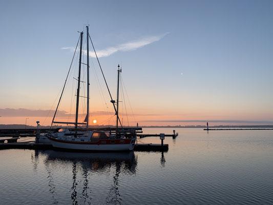 Am nächste Morgen um kurz nach 5 Uhr ein wunderschöner Sonnenaufgang ...