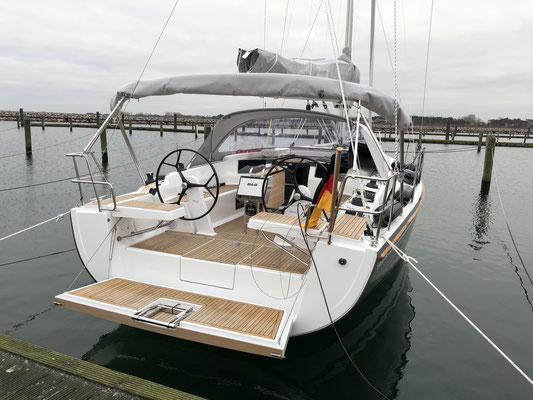 """Ankunft am Nachmittag in Warnemünde ... das erste mal Rückwärts """"einparken"""" ... zum Glück ist auch der Hafen in Warnemünde noch so gut wie leer ... so kann ich mich in aller Ruhe """"zurechttüddeln"""" und das Boot festmachen."""