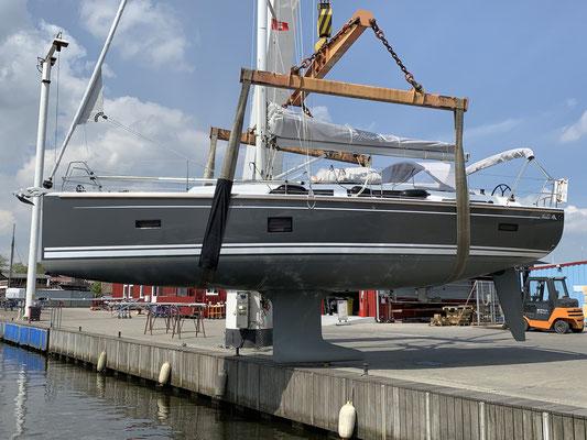 ... dazu musste das Boot aus dem Wasser gehoben werden! ... Die Unterseite des Bootes sieht man auch eher selten !