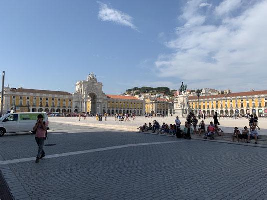 Danach noch über den Place Comercio geschlendert ...