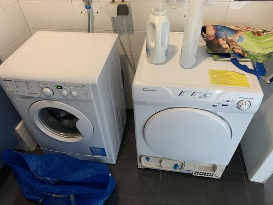 Während ich immer noch auf die Motorservice-Leute warte, werfe ich nochmal die Waschmaschine im Hafenbüro an ... der Trockner funktioniert schon seit zwei Wochen nicht .... scheint aber auch niemanden zu stören ... außer den nervigen Deutschen