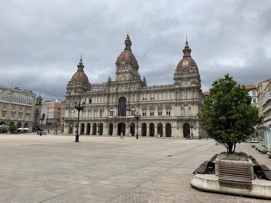 3 Tage Pause in La Coruna, gaben die Chance die Stadt ein wenig zu erkunden (hier das Rathaus) ...